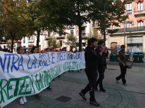 Nos movilizamos en Pamplona para exigir un reparto más justo y equitativo de la riqueza y la paralización de los Tratados de Libre Comercio (TTIP)