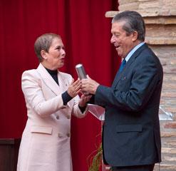 Federico Mayor Zaragoza recibe el reconocimiento del Gobierno de Navarra por su labor a favor de una cultura de la paz y de los derechos humanos