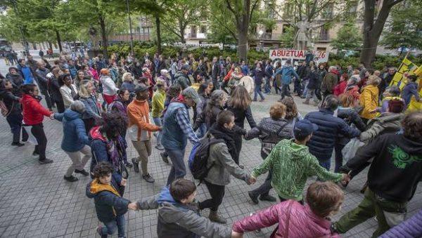 Iruñea Ciudad de Acogida reunió el 5M a 300 personas para hacer patente el rechazo del avance del fascismo