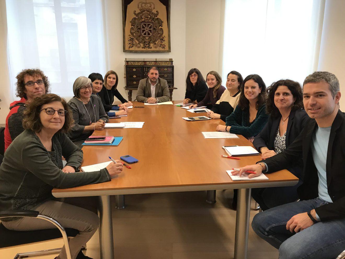 La Plataforma de Entidades Sociales y el Parlamento de Navarra comienzan a trabajar el Pacto contra la Pobreza y la Desigualdad